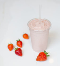 STRAWBERRY BANANA PROTEIN SMOOTHIE | home cooking with julie