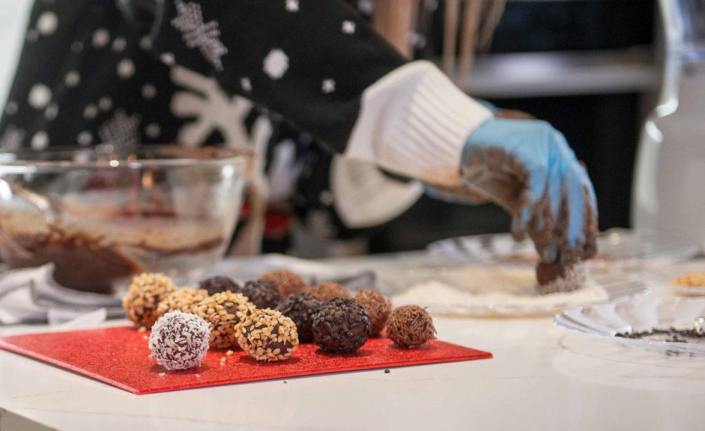 CHOCOLATE TRUFFLES Recipe by Julie Neville_1