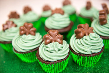 ST PATRICKS MINT CUPCAKES recipe by home cooking with julie neville19